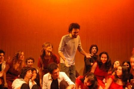 Gabriele Linari nel 2005 con i ragazzi del Liceo Lucrezio Caro